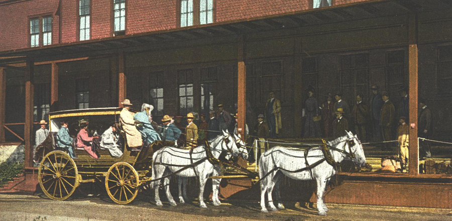 900x440_YELL-Stagecoach-at-Mammoth-Hotel